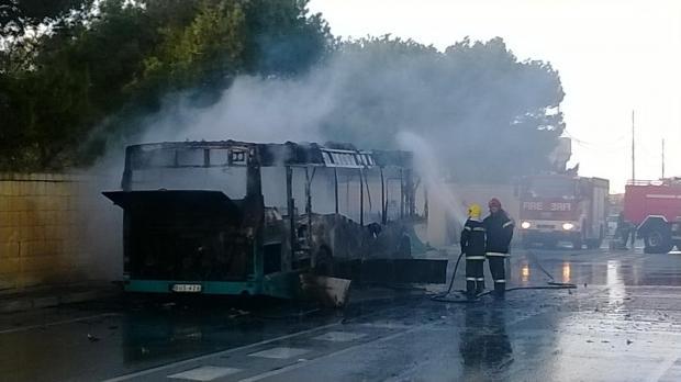 20140120 - bus fire2