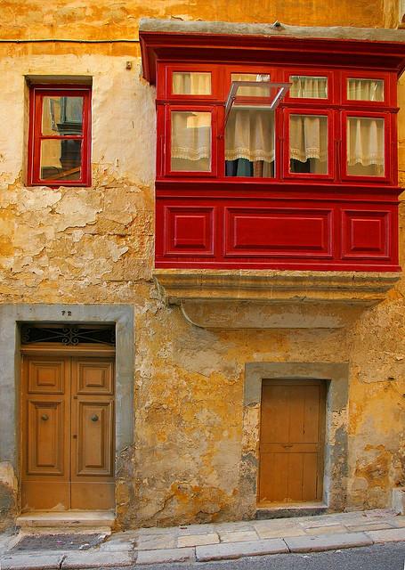 The maltese balcony maltese history heritage for Closed balcony