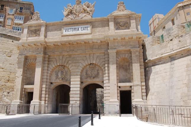 Victoria_Gate_March_31_2011 b