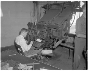 operator-using-a-linotype-machine