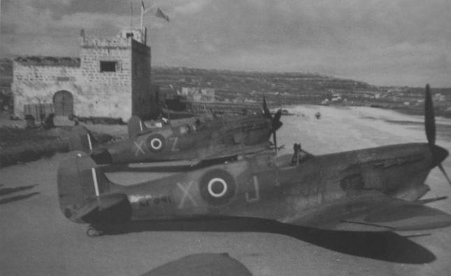 229SqnSpitsVb_at_Qrendi_1943