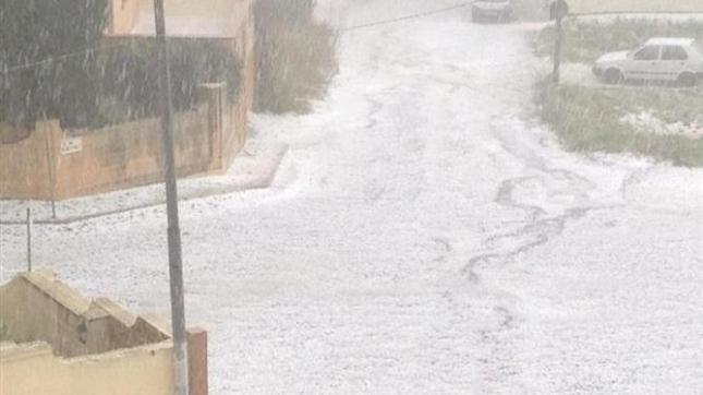 693960705-snow-Hail-storm-hits-Malta-ZEB